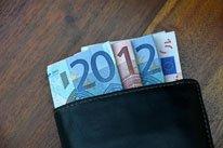 Einen der wenigen Ferialjobs bekommen? Achtung auf Steuern, Familienbeihilfe und Sozialversicherung