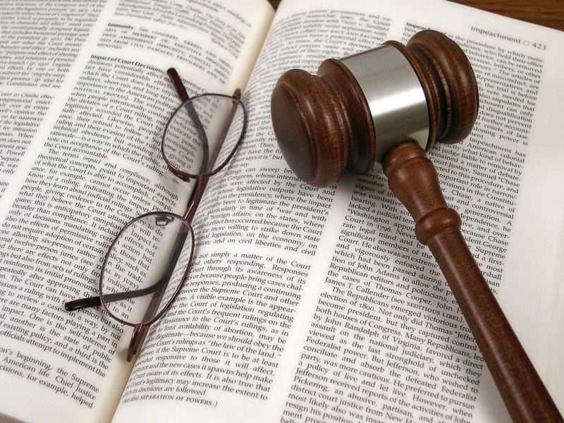 Verbotene Geschenkannahme im Arbeits-, Steuer- und Strafrecht